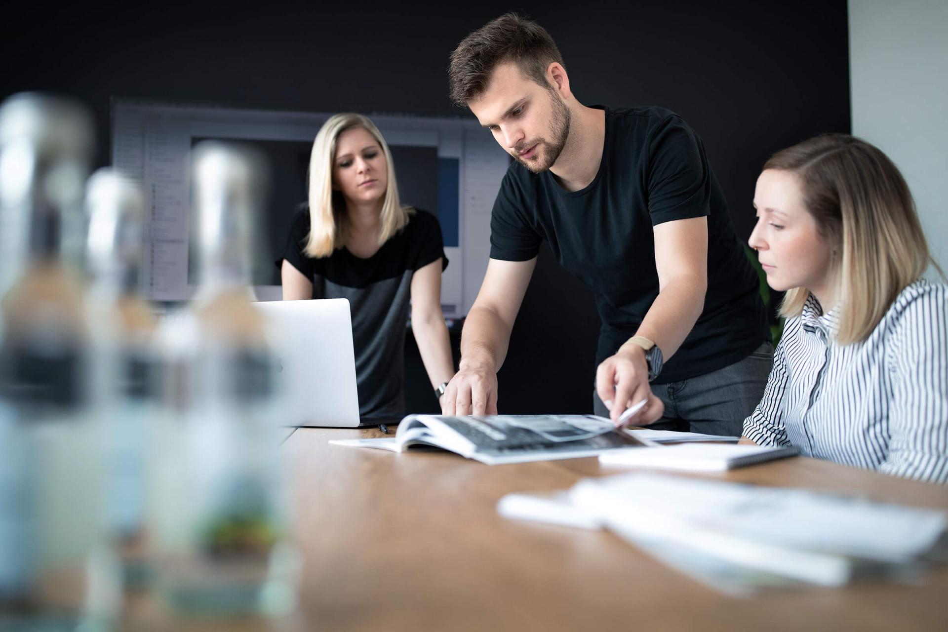 Konferenzraum - unser Team - Agentur STEILAUFWAERTS